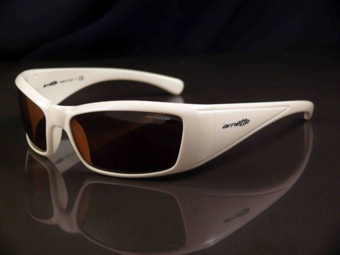 arnette-rage-xl-polarized-white-800x600.jpg